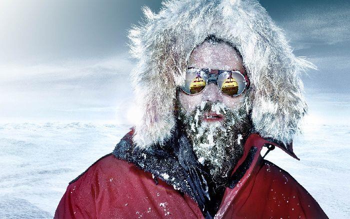 Лицо полярника работающего на открытом воздухе в Антарктике