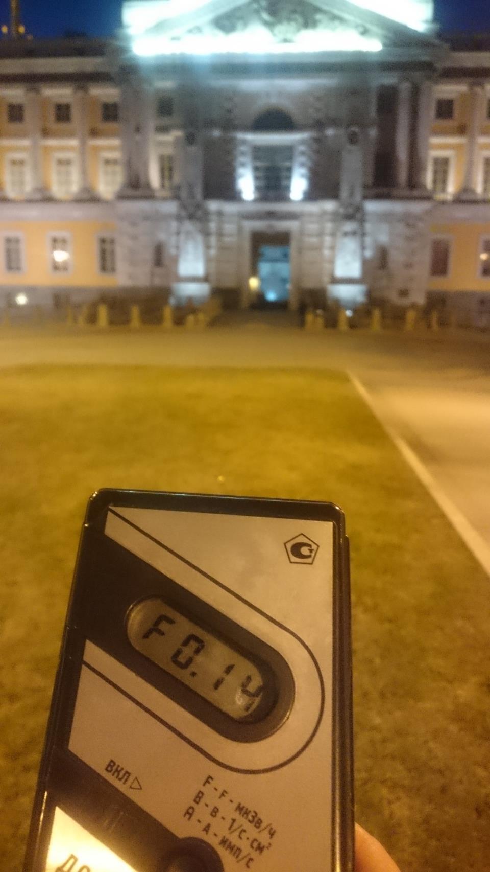 Точка измерения МЭД гамма-излучени напротив Михайловского замка в Санкт-Петербурге
