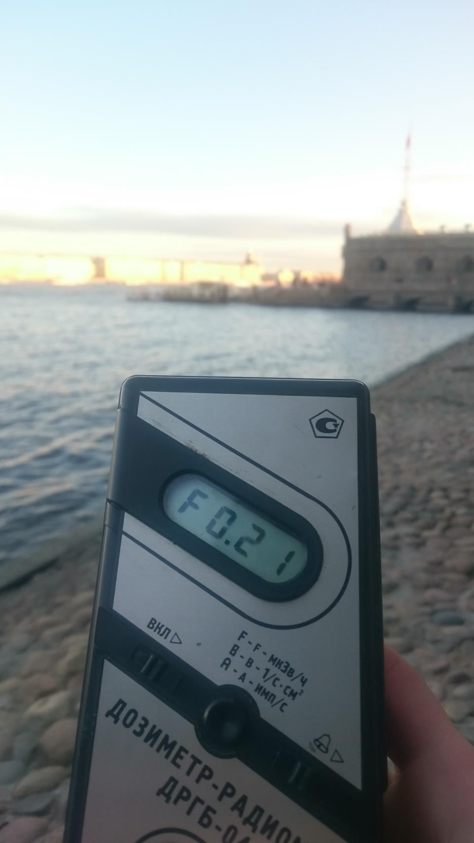 Точка измерения МЭД гамма-излучени на набережной Петропавловской крепости в Санкт-Петербурге