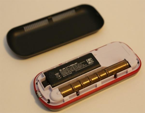 Отсек для аккумулятора и сама аккумуляторная батарея