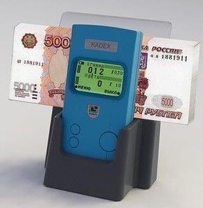 Обнаружить радиоактивные купюры можно только с помощью специального дозиметра радиации.