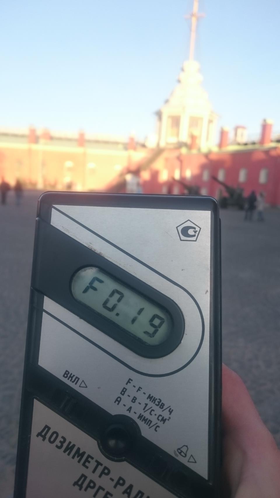 Точка измерения МЭД гамма-излучени на территории Петропавловской крепости в Санкт-Петербурге